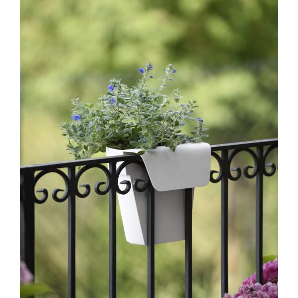 euro3plast pot a reserve d 39 eau up 25cm jardinerie marius. Black Bedroom Furniture Sets. Home Design Ideas
